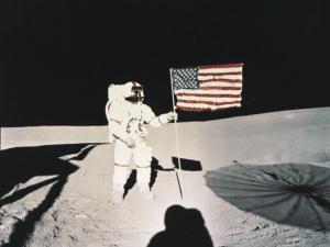 flag-on-moon